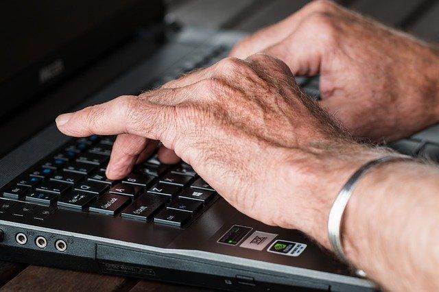 50代 PC作業